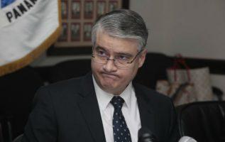 En 1990 se incorporó a la Bolsa de Panamá como Gerente de Desarrollo